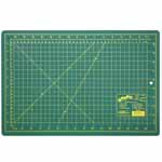 Single ply. Double-sided mat includes both imperial and metric on gridded side and a blank cutting surface on the other side. Self-healing. Convenient 45° and 60° markings. Mat: 11 3/4″ x 17 3/4″ (30 x 45 cm). Grid:  11″ x 17″ (28 x 43 cm)